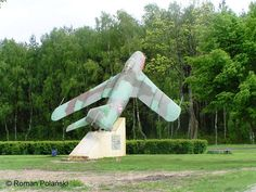 Stoi na osiedlu wojskowym w Mirosławcu (numer boczny to numer JW) Shenyang, Fresco, Aviation, Park, Fresh, Parks, Aircraft