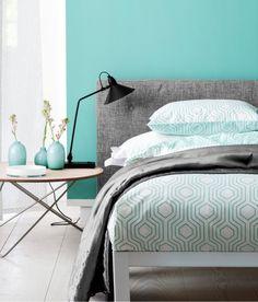 Retro Geometric Bedding duvet Set in modern quatrefoil Beehive Turquoise and White pattern
