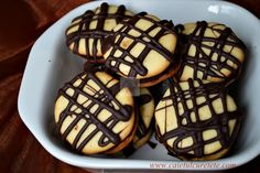 RETETELE COPILARIEI - CAIETUL CU RETETE Waffles, Nom Nom, Muffin, Food And Drink, Favorite Recipes, Sweets, Cookies, Baking, Breakfast