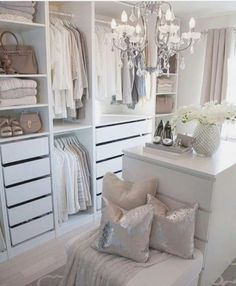 Home Decor Pictures 73 Useful Walk in Closet Design Ideas for Every Woman Organizing Clothing & Accessories.Home Decor Pictures 73 Useful Walk in Closet Design Ideas for Every Woman Organizing Clothing & Accessories Small Dressing Rooms, Dressing Room Closet, Dressing Room Design, Girls Dressing Room, Dressing Room Decor, Walk In Closet Small, Walk In Closet Design, Closet Designs, Closet Walk-in