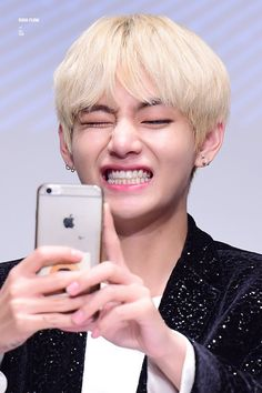 Read Taehyung x Army from the story {Terminé} BTS Texting Story by Amikysth (Miki 風花) with 441 reads. Taehyung Selca, Jimin, Taehyung Smile, Bts Bangtan Boy, Taehyung Fanart, Daegu, Yoonmin, V Smile, V Chibi