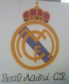 Escudo real Madrid,aproximadamente 140cm d alto,realizado a spray sobre pared