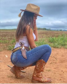 Country Girl Outfits, Sexy Cowgirl Outfits, Cute Country Girl, Looks Country, Country Women, Cowgirl Clothing, Cowgirl Fashion, Cowgirl Jewelry, Bohemian Jewelry