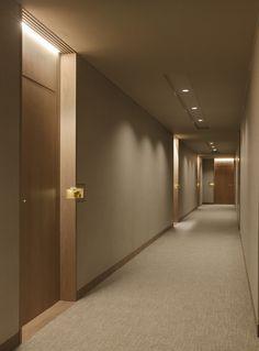 Four Seasons Private Residences - Projects - Arthur Casas Hotel Hallway, Hotel Corridor, Hotel Door, Lobby Design, Hotel Room Design, Corredor Do Hotel, Studio Arthur Casas, Corridor Lighting, Design Minimalista