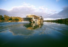 Hire a houseboat & cruise down the Murray River with Mat & the kids