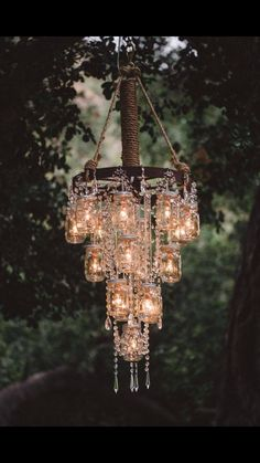 Obsessed with making your own chandeliers with mason jars!!