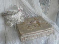 antieke franse zijden geborduurde doos