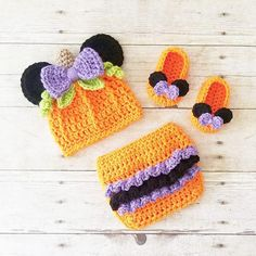 fab29e8292f Crochet Baby Minnie Mouse Halloween Pumpkin Beanie Hat Ruffled Diaper Cover  Bow Shoes Set Infant Newborn Baby Handmade Baby Shower Gift Present