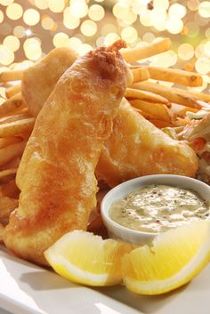 French Delicacies Essentials - Some Uncomplicated Strategies For Newbies Discover How To Make Authentic English Fish And Chips. Everything Is Great About This Meal From The Crispy Batter And The Mouthwatering Aroma To The Flaky Fish And Tasty Chips. Easy Fish Recipes, Seafood Recipes, Snack Recipes, Fish And Chips Anglais, English Fish And Chips, English Dishes, Beer Battered Fish, Ale, Baked Fish