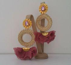 Aretes de moda Textile Jewelry, Fabric Jewelry, Ethnic Jewelry, Handcrafted Jewelry, Earrings Handmade, Fashion Earrings, Fashion Jewelry, Saree Kuchu Designs, Designer Earrings