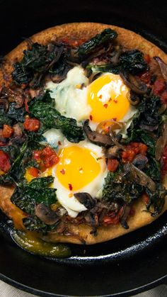 Instead of pancakes start your morning with a chickpea flour pizza topped with eggs mushrooms and veggies. Potato Frittata, Frittata Recipes, Pizza Recipes, Brunch Recipes, Healthy Recipes, Brunch Dishes, Baking Recipes, Healthy Food, Breakfast Pizza