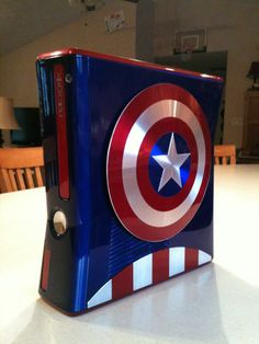 Captain America Custom Xbox 360 - GeekTyrant. I hate who ever owns this. I want!!