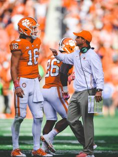 Trevor Lawrence passes for a career-high 308 yards in the lopsided defeat of NC State. Clemson Football Players, Clemson Quarterback, Clemson Tiger Paw, College Football Playoff, Football Boys, New England Football, Football Recruiting, Deshaun Watson, Sports
