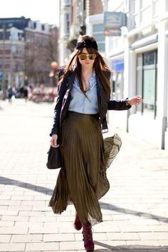 Pleated skirt + denim shirt + leather jacket = <3