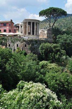 Life in a hilltown: Tivoli, Lazio, Italy Photo © Anna V. www.leterrae.com