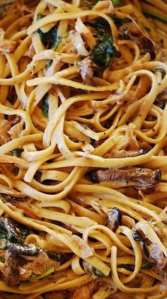 Creamy mushroom pasta with caramelized onions and spinach | http://JuliasAlbum.com | vegetarian pasta recipes for dinner