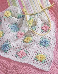Diy Crafts - Popcorns & Pinwheel Roses Afghan Set Crochet Pattern - This beautiful set features clusters, puff stitches, popcorns and more! Crochet Quilt, Crochet Squares, Crochet Hooks, Knit Crochet, Crochet Afghans, Granny Squares, Free Crochet, Baby Afghan Patterns, Baby Afghans
