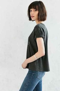 Shop Truly Madly Deeply Mushroom Moon Tee at Urban Outfitters today. Bob Haircuts For Women, Hairstyles Haircuts, Trendy Hairstyles, Brunette Bob, Pretty Brunette, Bob With Fringe, Curly Hair Styles, Natural Hair Styles, Multicolored Hair