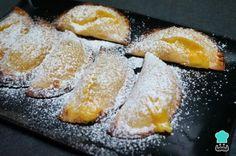 Receta de Empanadillas dulces rellenas de flan #RecetasGratis #RecetasdeCocina #RecetasFáciles #Postres #PostresFáciles #Desserts #PostresCaseros #Empanadillas #EmpanadillasDulces #Flan Le Chef, Just Desserts, Biscotti, Kids Meals, Recipies, Dairy, Cheese, Cookies, Breakfast