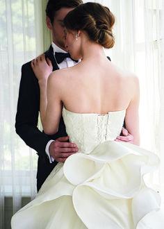 FOUR SIS & CO. Wedding Photos, Wedding Dresses, Fashion, Marriage Pictures, Bride Dresses, Moda, Bridal Gowns, Fashion Styles, Weeding Dresses