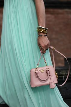 mini bag Prada rosa pastel @yourbag.yourlife http://yourbagyourlife.com/