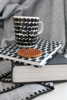 Winter Luxe cosiness - Marimekko Marimekko, My Settings, White Industrial, Warm Blankets, Nordic Design, Home And Living, Living Spaces, Sweet Home, Black And White