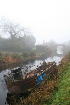 https://flic.kr/p/qaCAWm | Abandoned boat on the Royal canal | Near Clonsilla, Dublin.