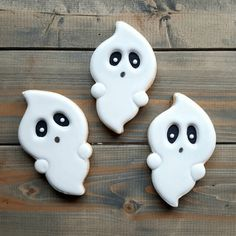 Spooky Fun Halloween Cookies Check out this list of creepy, cute, scary, spooky Halloween cookies! Decorated cookies for kids and Halloween Cookie Recipes, Halloween Cookies Decorated, Halloween Sugar Cookies, Halloween Desserts, Halloween Cupcakes, Halloween Treats, Spooky Halloween, Decorated Cookies, Halloween Party