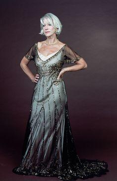 Helen Mirren, Dinner Gowns, Evening Gowns, Jamie Lee Curtis, Susan Sarandon, Beautiful Women Over 50, Divas, Tea Gown, Dame Helen