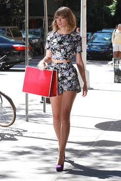 This cropped floral shorts set. | 14 Awesome Taylor Swift Outfits That Are Actually Affordable