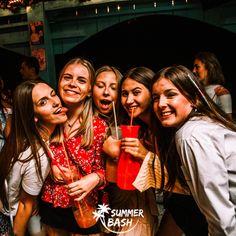 Zin in de vakantie van je leven? Samen met je vrienden feestjes bouwen, genieten van natuur & de gekste avonturen beleven. Met Summer Bash is alles mogelijk! En dit alles terwijl je veiligheid gegarandeerd wordt. Ben jij klaar voor de reis van je dromen? Wij alvast wel! Albufeira Portugal, Summer Bash, Couple Photos, Couples, Everything, Couple Shots, Couple Photography, Couple, Couple Pictures