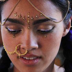 Glow in the Dark Glitter - Purple Haze - festival style indian Third Eye Piercing, Nose Jewels, Uv Black Light, Face Jewellery, Festival Accessories, Love My Body, Glitter Gel, Bindi, Festival Style