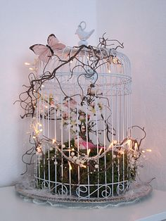 I just went to our spring end .-… habe ich mich einfach schon einmal an unsere Frühlingsdeko im Esszimmer ges… … I just sat down at our spring decoration in the dining room. Winter has a good portion of snow … - Bird Cage Centerpiece, Centerpieces, Decoration Shabby, Bird Cage Decoration, Balcony Decoration, Creation Deco, Deco Floral, Floral Arrangements, Diy And Crafts