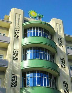New art deco buildings architecture miami beach Ideas Art Deco Hotel, Miami Art Deco, Art Deco Decor, Art Deco Design, Art Nouveau, Art Deco Period, Art Deco Era, Art And Architecture, Architecture Details