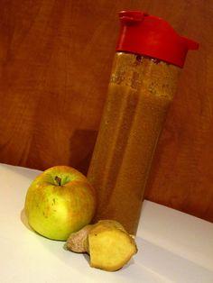 Připravíme si mixovací nádobu (mixér, smoothie maker...). Jablka nakrájíme na menší kousky a vhodíme do nádoby.Přidáme nakrájenou mrkev, šťávu z... Nordic Interior, Smoothies, Detox, Food And Drink, Health Fitness, Kitchen Appliances, Fresh, Drinks, Cooking