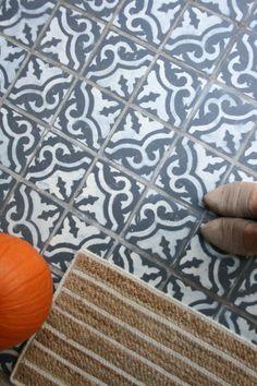 I painted faux encaustic/cement tile on my front porch faux encaustic tile-faux cement tile painted on my front porch. Easy Face Masks, Diy Face Mask, Diy Peeling, Porch Tile, Small Front Porches, Ikea Curtains, Encaustic Tile, Custom Drapes, Diy Bed