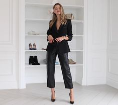 Fashion Line, Fashion 2020, Valeria Lipovetsky, Lawyer Fashion, Casual Night Out, All Black Looks, Smart Outfit, Casual Outfits, Fashion Outfits