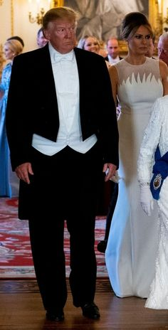 Somethings money just can't buy you. Donald And Melania Trump, First Lady Melania Trump, Donald Trump, Trump Is My President, Usa President, Milania Trump Style, Standing Poses, American Presidents, American Pride