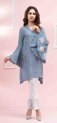 Online Shopping in Pakistan Pakistani Dresses Casual, Pakistani Dress Design, Indian Dresses, Indian Outfits, Pakistani Bridal, Stylish Dresses, Casual Dresses, Formal Dresses, Moda India