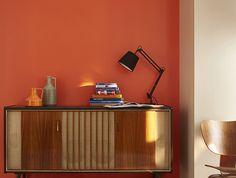 Séjour vitaminé - On adopte cette tonalité chaude et épicée sur les murs du salon pour y faire entrer la gaieté et la joie toute l'année. http://www.castorama.fr/store/pages/inspiration-peinture-rouge-orange-jaune.html