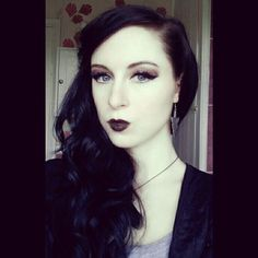 Elegant Gothic make-up look. Rose Gold and Amber blended on the eyelids, paired with a black lip for a sultry Sunset-inspired look <3  https://instagram.com/babydollblack/