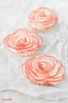 Recipe for apple roses tartelettes with marzipan | Rezept für Apfelrosen Tartelettes mit Marzipan - made by herzelieb.  Dieser Kuchen ist was ganz besonderes!