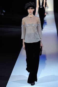 See the complete Giorgio Armani Fall 2013 Ready-to-Wear collection.
