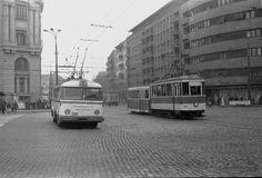 Bucuresti, Troleibuz TV in anul 1975 pe Calea Grivitei, la Gara de Nord. Socialism, Cars And Motorcycles, Tv, Nostalgia, Street View, Memories, History, Buses, Vehicles