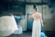 #mariage #bleu #rock #punk #wedding #blue #fur #jean #weddingdesign #décoration #tattoo #bluehair #usine #factory www.bcce.fr