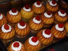 Ήρθαν τα πιο σούπερ μπαμπαδάκια - Χρυσές Συνταγές Muffins, Breakfast, Desserts, Food, Cakes, Morning Coffee, Tailgate Desserts, Muffin, Deserts