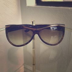 Tortoise Shell Gucci Glasses had a scratch on left In good condition except for the scratch. Gucci Accessories Glasses