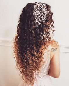 Top 23 Long Curly Hair Ideas of 2019 - Style My Hairs Curly Bridal Hair, Blonde Curly Hair, Wedding Hairstyles For Curly Hair, Short Hair, Bride Hairstyles, Down Hairstyles, Summer Hairstyles, Curly Hair Styles, Natural Hair Styles