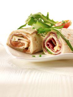 Wraps met een lekker knapperig slaatje  http://njam.tv/recepten/wraps-met-een-lekker-knapperig-slaatje