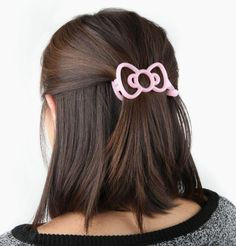 Modeled on #HelloKitty's own bow, this hair clip looks pretty gorgeous!
